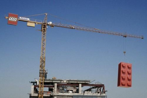 lego-outdoor crane